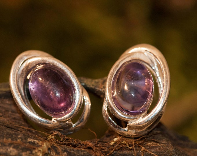 Amethyst Earrings fitted in a Sterling Silver. Studs amethyst earrings.Amethyst jewelry, elegant earrings. Amethyst studs.