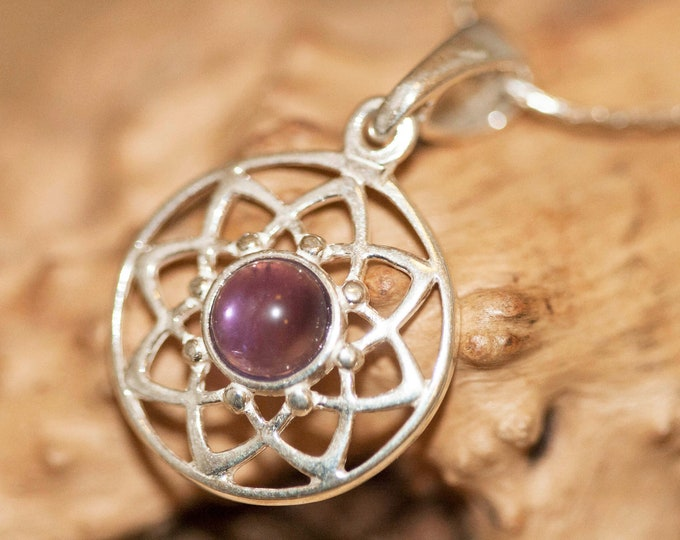 Amethyst pendant. Amethyst Pendant in Sterling Silver setting. Amethyst. Contemporary jewelry. Amethyst jewelry