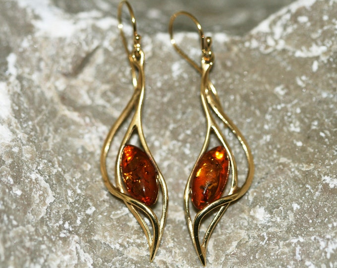 Amber & Gold. Dangle amber earrings, gold earrings. Perfect gift for her. Amber jewelry. Handmade jewelry. Silver jewelry. Long earrings.