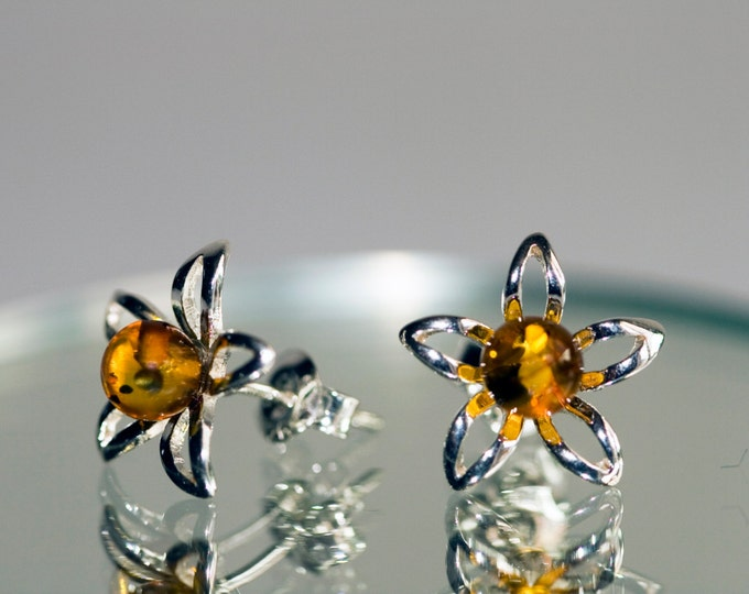 Amber&Silver. Large sterling silver and cognac amber earrings. Daisy flower shape.