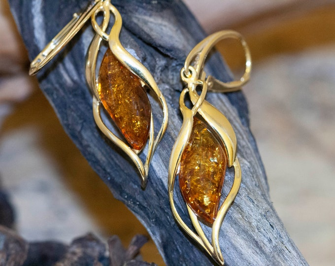 Amber & Gold. Baltic amber earrings. Gold earrings. Long earrings. Perfect gift for her. Amber jewelry. Handmade jewelry. Lever back.