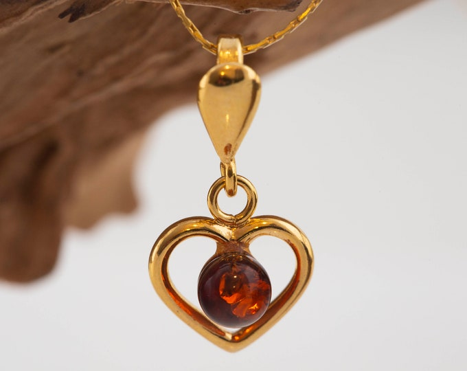 Amber & Gold. Baltic amber pendant. Heart shaped pendant. Gold necklace. Perfect gift for her. Gold pendant. Elegant pendant. Dainty pendant