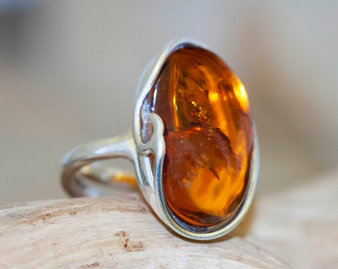 Baltic amber ring. Baltic amber & sterling silver. Unique ring. Statement ring. Contemporary ring. Gift for her. Elegant ring. Big ring.