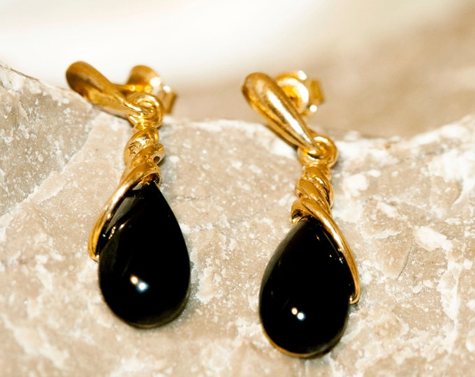 Whitby Jet & Gold. Whitby jet earrings, gold earrings. Perfect gift for her. Whitby jet jewelry. Handmade jewelry. Dangle earrings.