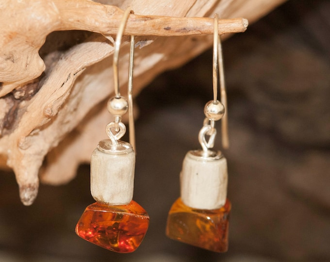 Dangle earrings. Storm Wood and Baltic Amber on Sterling Silver. Perfect gift for her. Amber jewellery. Contemporary jewelry. Organic design