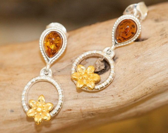 Baltic Amber Earrings fitted in a Sterling Silver setting. Silver earrings, amber stone. Perfect gift for her.Amber jewellery,gold jewellry.