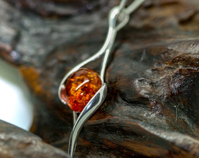 Baltic Amber Pendant in Sterling Silver. Amber necklace, silver jewelry. Baltic Amber jewelry. Silver necklace. Perfect gift for her. 925