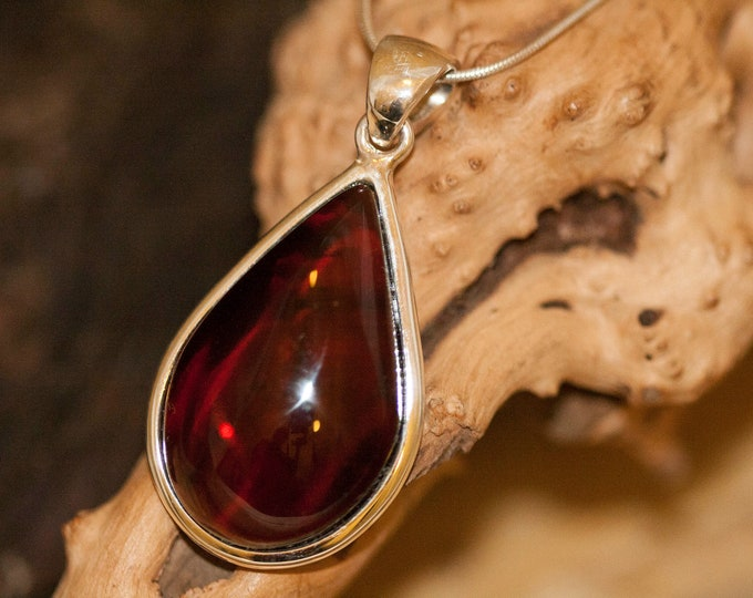 Amber Pendant in Sterling Silver. Amber necklace, silver pendant. Baltic Amber jewelry. Perfect gift for her. Statement necklace.