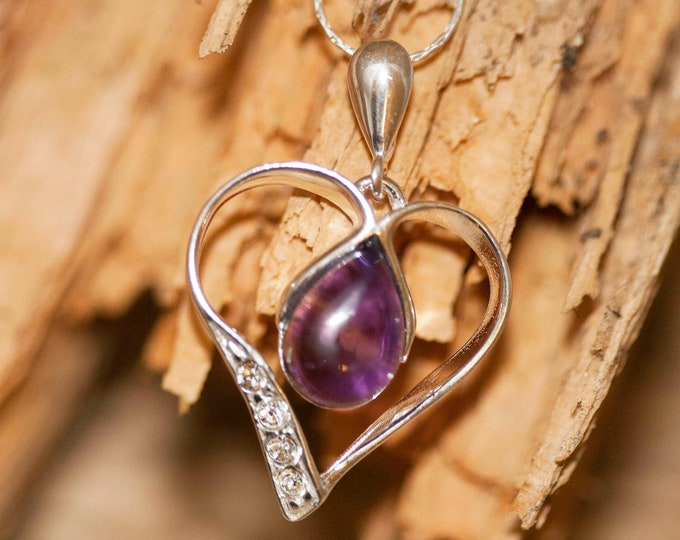 Heart Amethyst pendant. Amethyst Pendant in Sterling Silver setting. Amethyst. Contemporary jewelry. Amethyst jewelry. Valentine's Day gift