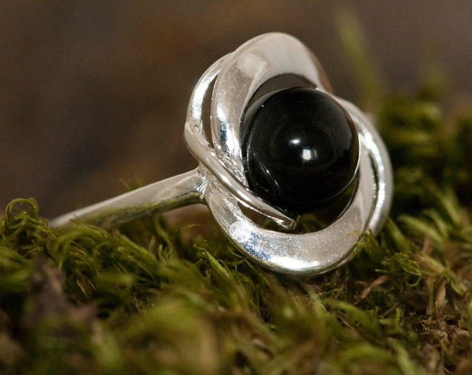 Splendid Whitby Jet ring. Sterling Silver Ring, Original British jewelllery. Contemporary jewelry. Perfect gift. Genuine Whitby Jet.