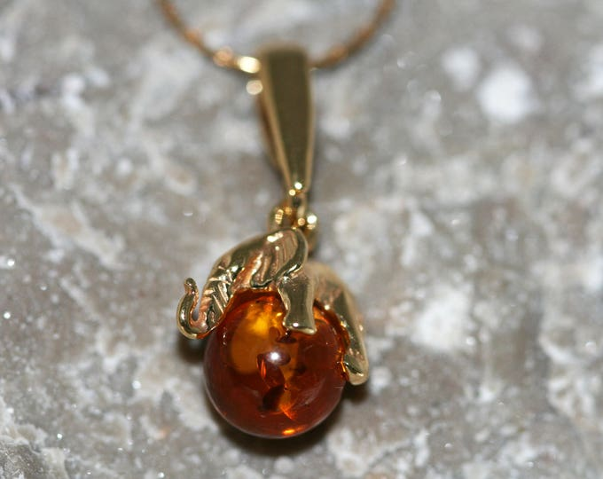 Amber & Gold. Elephant Baltic amber pendant, gold necklace. Perfect gift for her. Gold pendant. Amber jewelry. Handmade jewelry.
