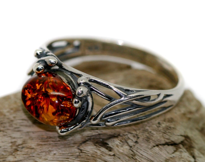 Baltic amber ring. Cognac piece of Baltic amber in sterling silver setting. Oval amber. Many sizes. Designer ring. Amber jewelry. Ivy shape