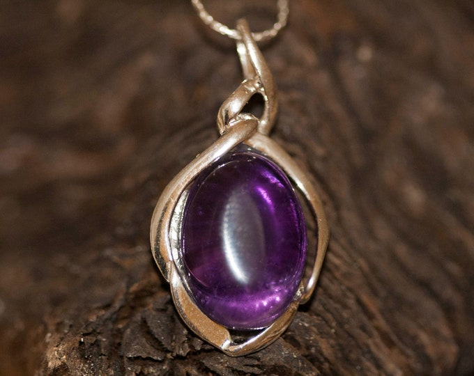 Amethyst pendant. Amethyst Pendant in Sterling Silver setting. Amethyst. Contemporary jewelry. Amethyst jewelry