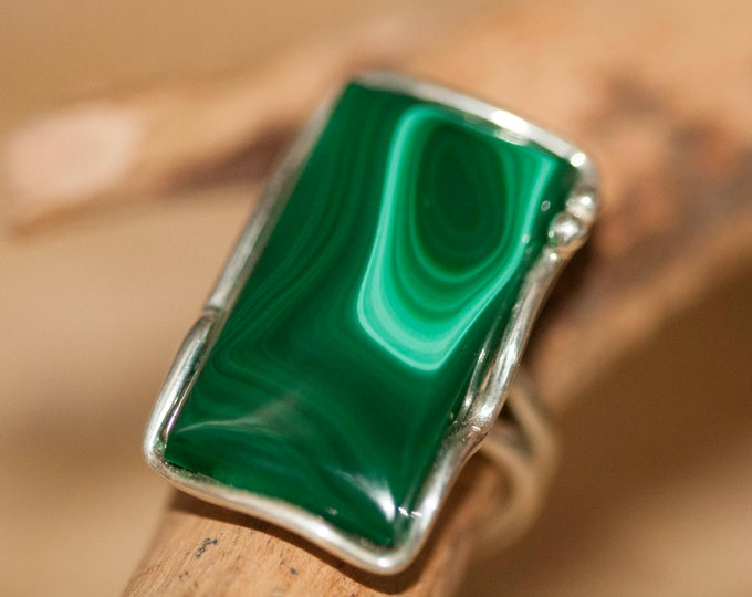Malachite Ring fitted in sterling silver setting. Silver ring, big ring women. Statement rings. Malachite rings. Design jewelry.