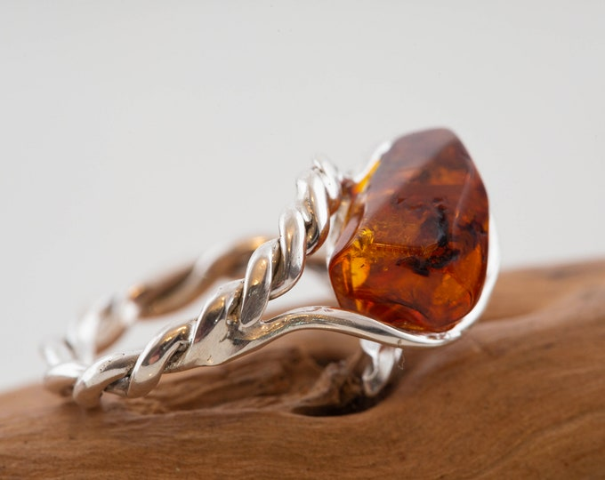 Baltic amber ring. Sterling silver. Celtic design. Unique ring. Designer ring. Contemporary ring. Gift for her. Elegant ring. US size 6 1/4