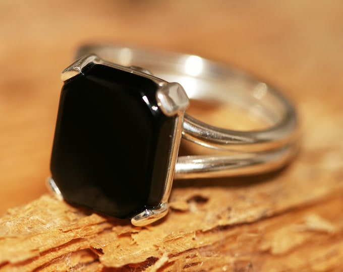 Black Onyx Ring fitted in Sterling Silver setting. Onyx ring. Onyx and silver ring. Onyx jewellery. Statement ring. Onyx