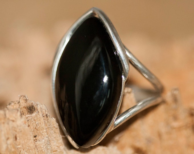 Black Onyx Ring fitted in Sterling Silver setting. Onyx ring. Onyx and silver ring. Onyx jewellery. Statement ring.