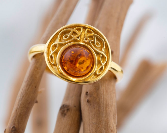 Baltic amber ring. Baltic amber & gold. Unique ring. Celtic design. Designer ring. Perfect gift. Elegant ring. Round ring.