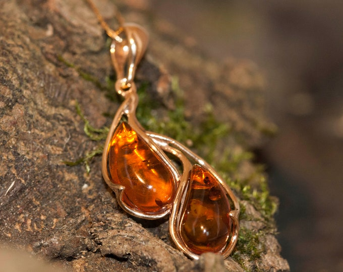 Amber & Gold. Baltic amber pendant, gold necklace. Perfect gift for her. Amber jewelry. Handmade jewelry. Silver jewelry. Gold pendant.