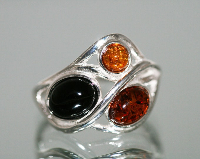 Splendid Whitby Jet and Amber ring. Sterling Silver Ring.Original British jewelllery. Contemporary jewelry. Genuine Whitby Jet.