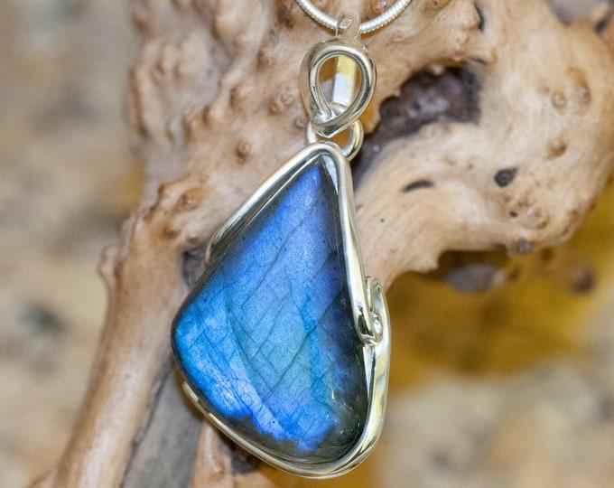Stunning Labradorite Pendant. Sterling Silver Necklace, Long pendant. Contemporary jewelry. Perfect gift. Labradorite. Handmade. Designer