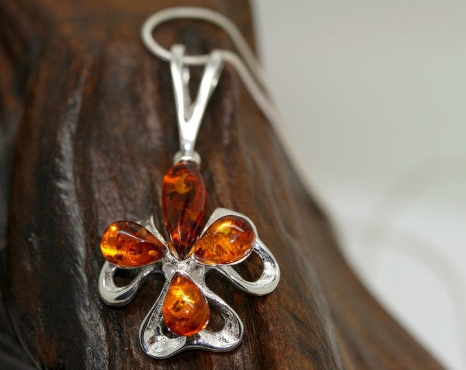 Clover Baltic Amber Pendant in Sterling Silver. Amber necklace, silver jewelry. Baltic Amber jewelry. Silver necklace. Perfect gift for her.