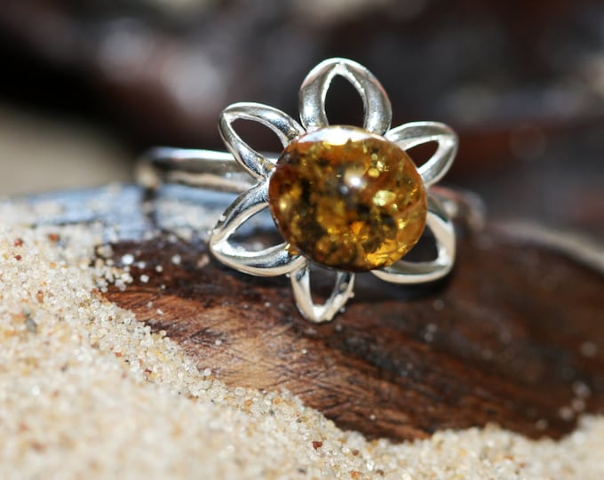 Baltic amber ring. Green piece of Baltic amber in sterling silver setting. Perfect amber rings Design ring. Green amber ring.