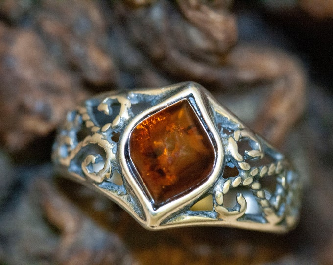 Baltic amber ring. Sterling silver setting. Silver band. Cognac amber. Perfect gift. Designer ring. Amber jewelry. Celtic design. Unique.
