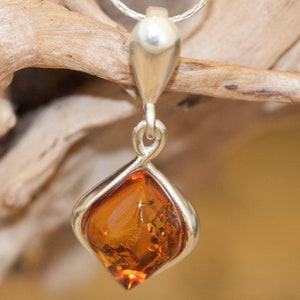womens jewelry Amber mixed metal floral necklace for women short wooden necklace gift for her natural Baltic amber jewelry