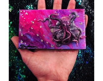 Druzy Quartz Crowned Octobabe on painted canvas - Magenta fuchsia Octopus Queen Sculpture on Painted Canvas - Gemstone Mixed media sculpted
