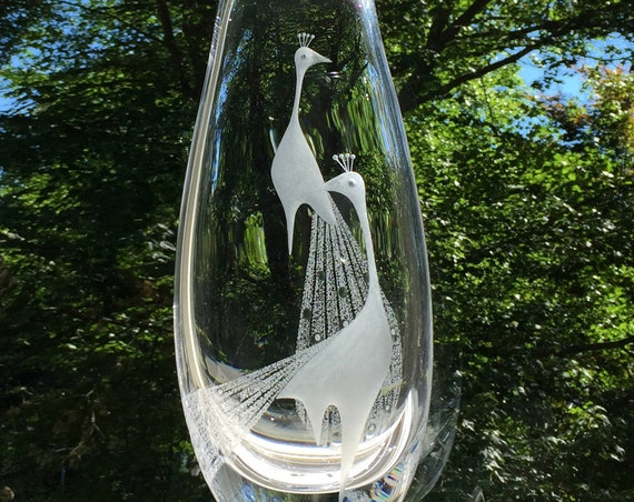 Engraved Crystal Vase with Peacocks, Vicke Lindstrand  for Kosta, Mid Century Modern Design