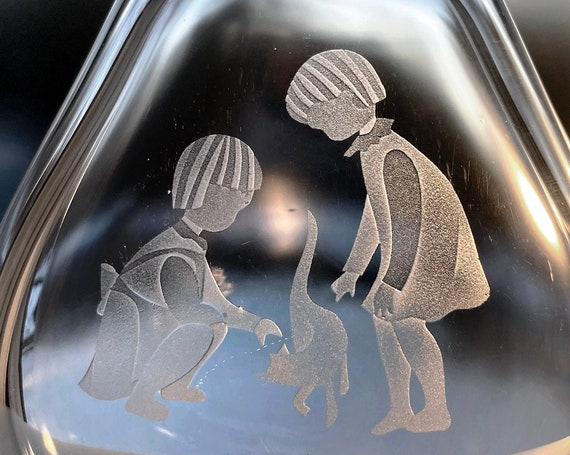 Hadeland Norway Engraved Lead Crystal Vase, Two Little Children with a Cat, 1957 design by Konrad Galaaen