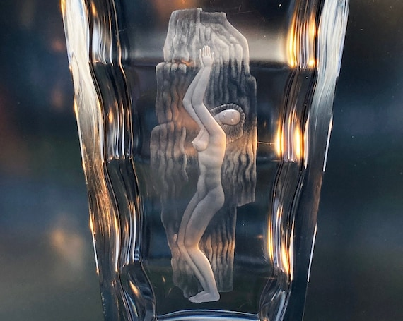 Orrefors Öhrström Motif on Lindstrand Vase, Nude Lady in Waterfall, Rare Hand-Engraved Crystal Vase, 1941