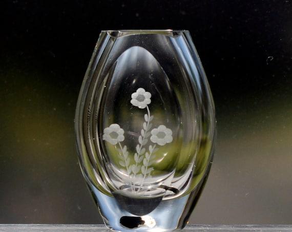 Smålandshyttan 1960s Copper-Wheel Engraved Shore Bird on Swedish Decorative Vase
