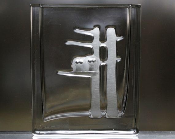 Skruf Engraved Retro Swedish Crystal Vase, Pair of Two Mod Owls, 1963 Design by Bengt Edenfalk