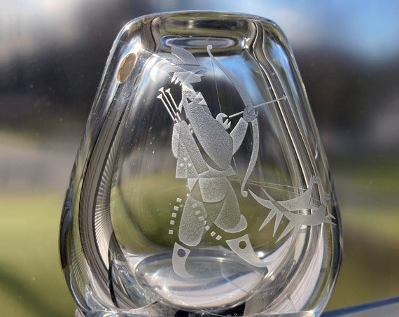 Hadeland Norway, Arne Jon Jutrem, 1952 Sandblasted Design, Hunter with Bow, Arrow, and Dogs on a Wide Glass Vase