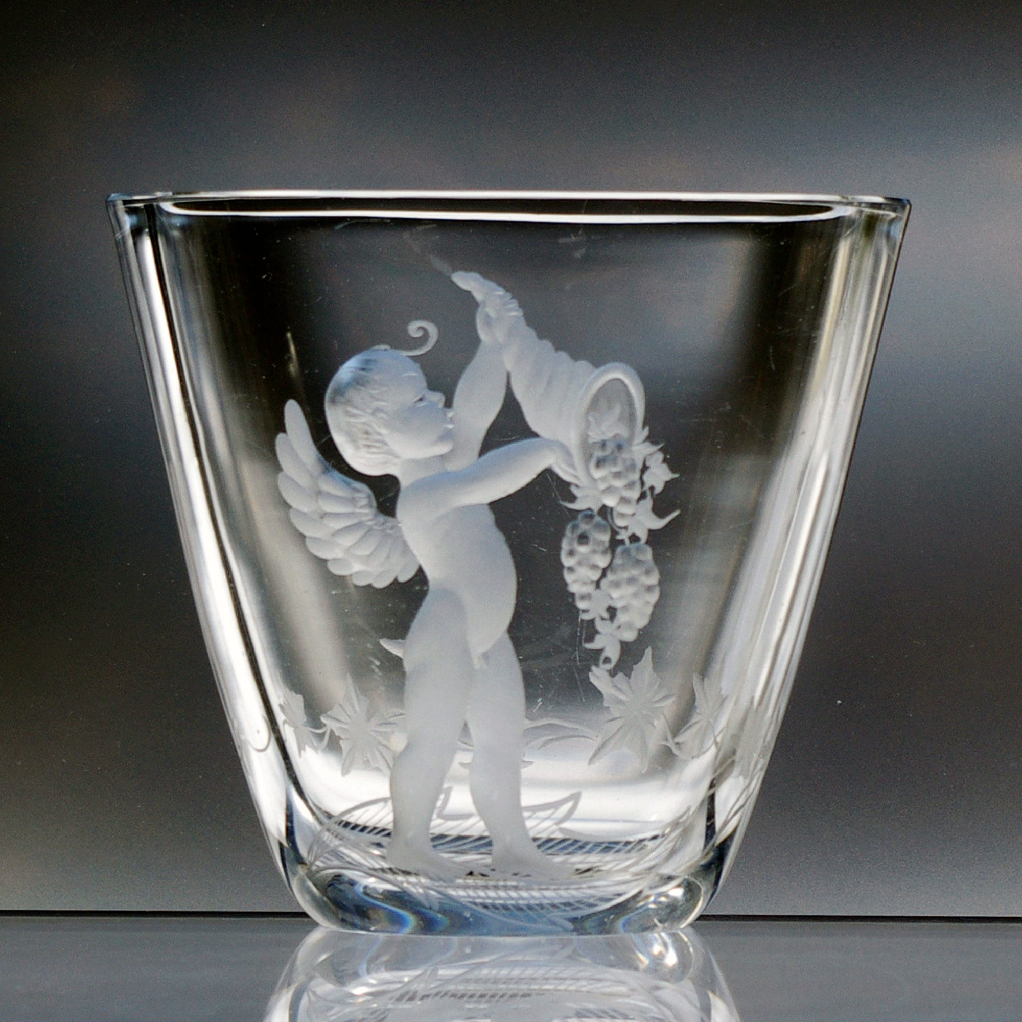 Naked Cherub / Cupid, 5 Engraved Swedish Crystal Vase