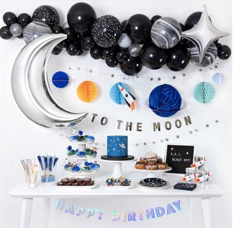 Kit ballons sur le thème espace - Créatrice ETSY : InspiredbyAlma