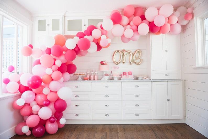 Kit arche ballons dans les tons roses - Créatrice ETSY : InspiredbyAlma