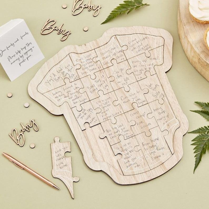 Livre d'or puzzle en bois en forme de body - Créatrice ETSY : InspiredbyAlma