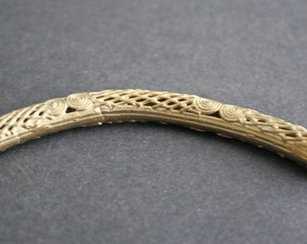1 Curved African Brass Bead, 115-125 mm Tube, Handmade in Ashanti, Ghana, by Lost Wax Technique, Mesh/Sprial Design
