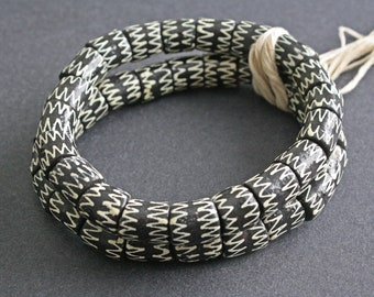 20 African Beads, Ghana Recycled Glass, Hand-made Krobo Ethnic 12-14 mm Tubes, Black/Vanilla Zigzag, for Jewellery and Crafts, One Strand