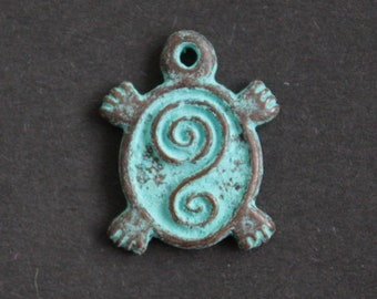 Metal Pendant Greek Antique Copper Green 20 mm Nickel-Free 3, 5 or 10-Pack for Jewelry and crafts