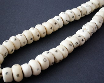 10 African Bone Beads Kenyan, Handmade, Roundish 22 -25 mm, Cream and Black