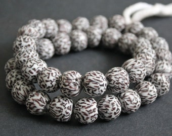 15  African Beads, Ghana Refashioned Glass, 15-16 mm, White/Black/Grape