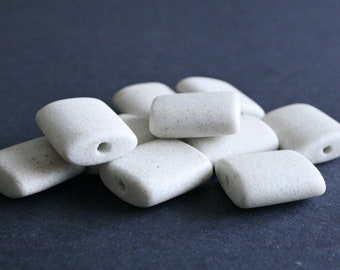 5 African Beads, Recycled Glass, Handmade ethnic Craft from Ghana, 26 x 25mm, Speckled Off-White