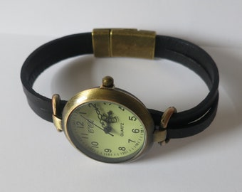 Simple watch for women, leather wrist watch, leather watch, retro minimalist watch, black leather band watch, unique design watch by JuSal08