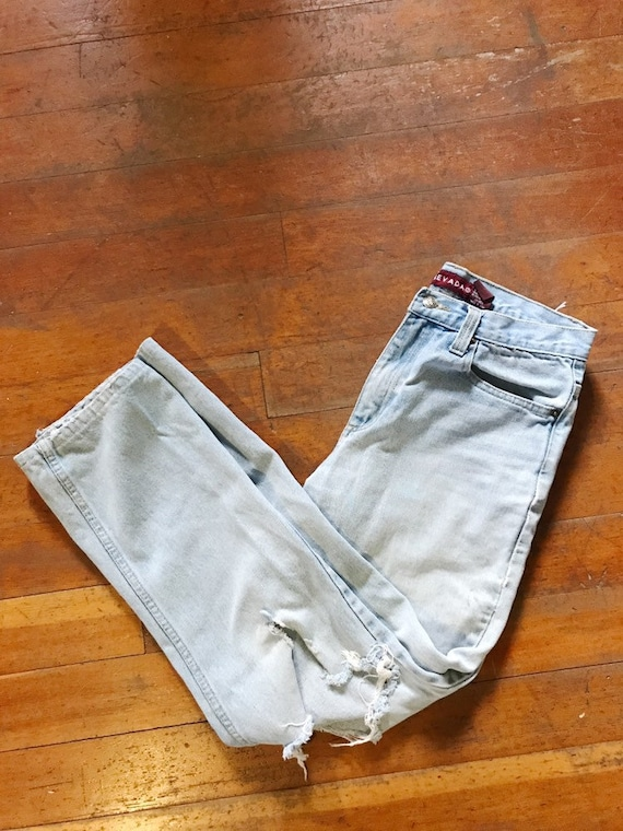 distressed light wash mom jeans / size 27