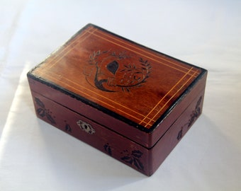 Vintage box, carved with traditional Cristmas patterns: bird and holly leaves