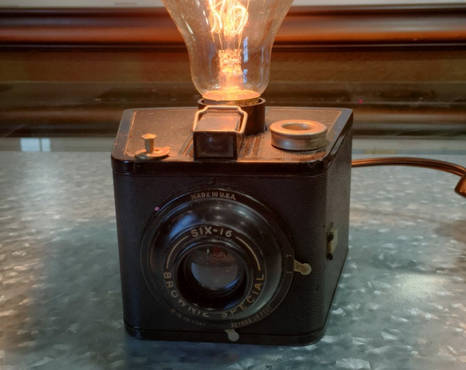 Lamp. Lightning . Brownie camera accent light. Perfct Gift for photographers